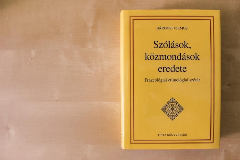 Honnan erednek a szólások, közmondások? Itt a Tinta Kiadó új szótára!