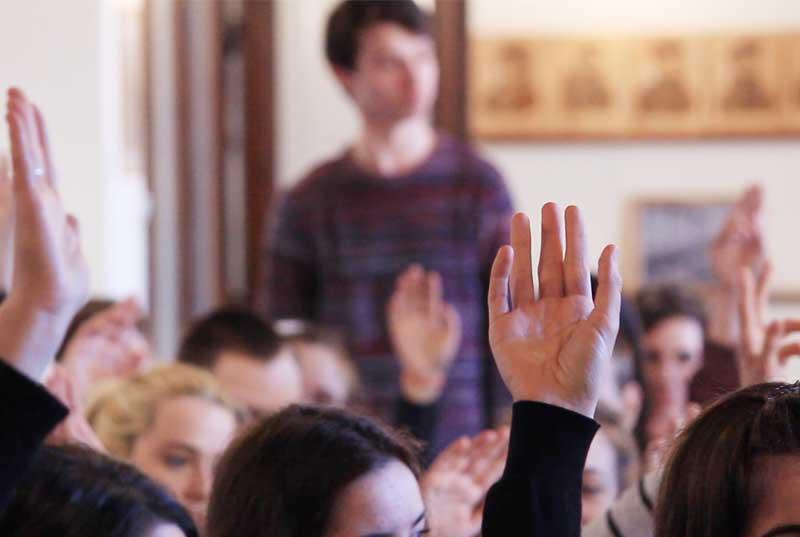 """""""Az ifjúság a jövő"""" – IV. Kárpát-medencei Ifjúsági Anyanyelvi Parlament"""
