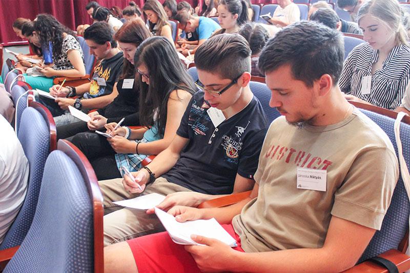 """XXIV. Országos Ifjúsági Anyanyelvi Tábor – augusztus 9., kedd """"percről percre"""""""